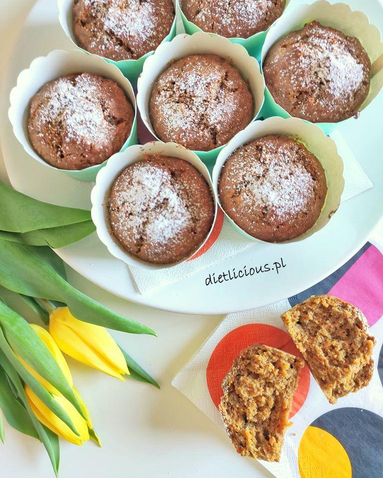 Razowe muffinki marchewkowe