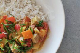 żółte curry z tofu i warzywami